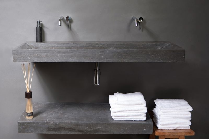 20170313 080936 badkamer wastafel 160 cm - Betegelde rode badkamer ...
