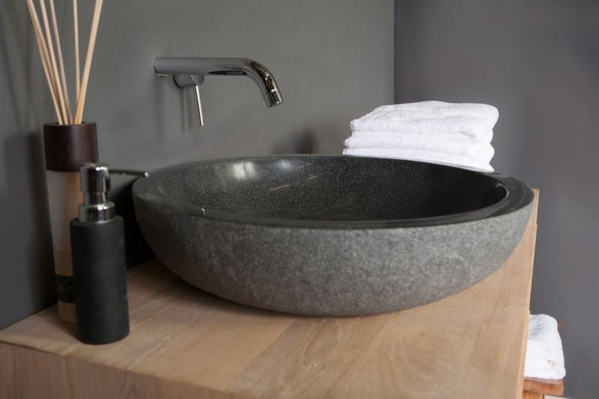 Een waskom op het badkamermeubel | Sanifun Blog